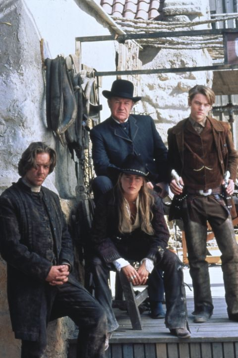Nur einer kann gewinnen: Cort (Russell Crowe, l.), Ellen (Sharon Stone, M. sitzend), Herod (Gene Hackman, M. stehend) und Kid (Leonardo DiCaprio, r.... - Bildquelle: Columbia TriStar Film
