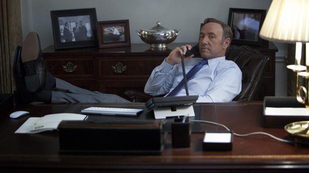 Wie ein Puppenspieler hält Underwood (Kevin Spacey) alle Fäden in der Hand un...