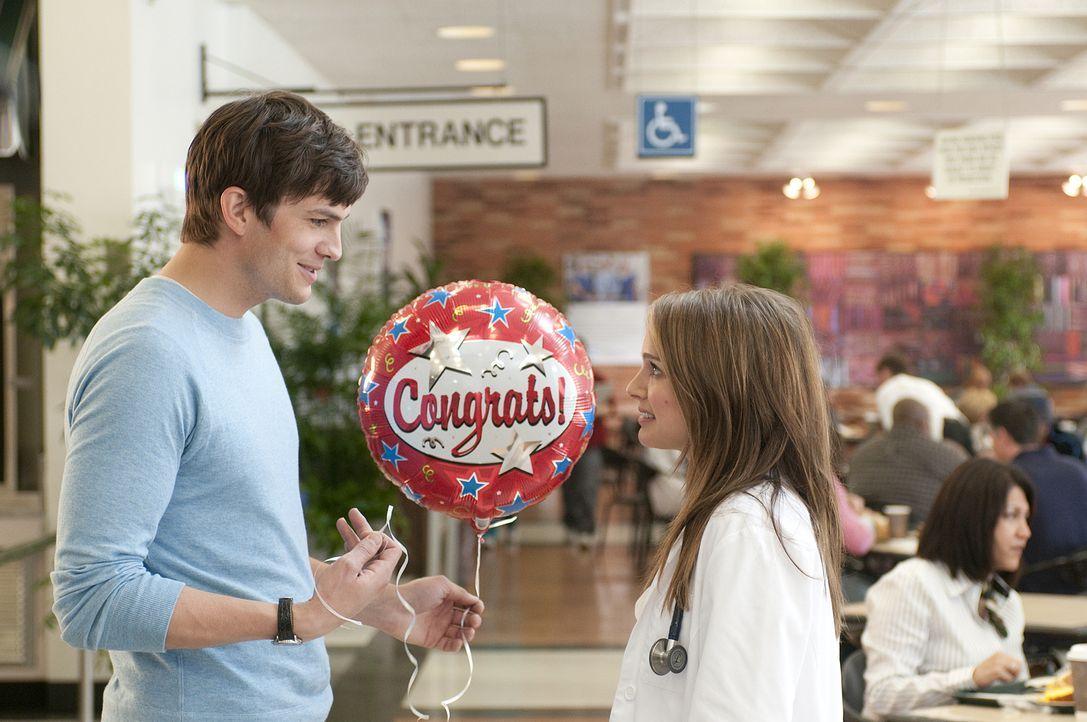 Emma (Natalie Portman, r.), eine viel beschäftigte Ärztin, ist davon überzeugt, das perfekte Arrangement zu treffen, als sie ihrem besten Freund Ada... - Bildquelle: Dale Robinette 2011 DW Studios LLC. All Rights Reserved.