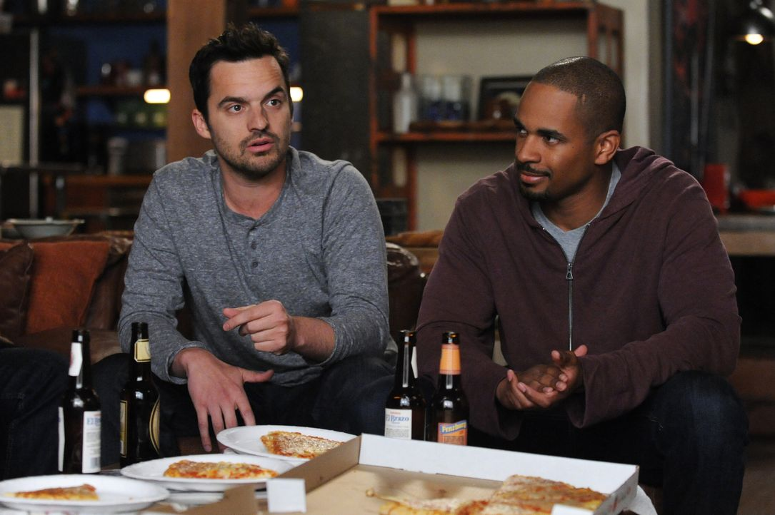 Noch ahnt Nick (Jake Johnson, l.) nicht, welche lebensverändernde Entscheidung Coach (Damon Wayans Jr., r.) bald treffen wird ... - Bildquelle: 2014 Twentieth Century Fox Film Corporation. All rights reserved.
