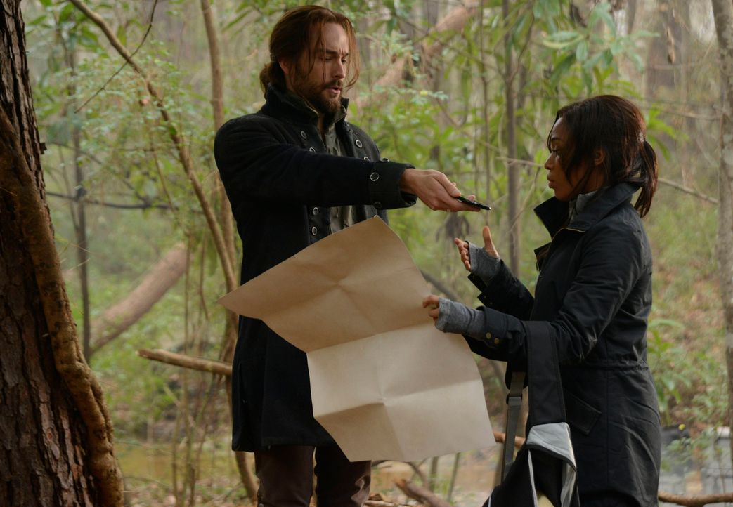 Während Ichabod Crane (Tom Mison, l.) und Abbie Mills (Nicole Beharie, r.) ein riesiges Geheimnis entdecken, trifft Captain Irving eine beinahe unmö... - Bildquelle: 2014 Twentieth Century Fox Film Corporation. All rights reserved.