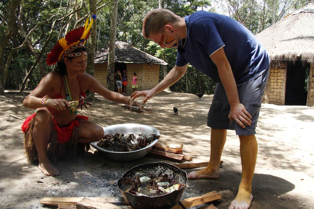 Soll auf die harte Tour lernen, welche Rolle Arbeit im Leben spielt: Maurice (r.) in Brasilien ... - Bildquelle: kabel eins