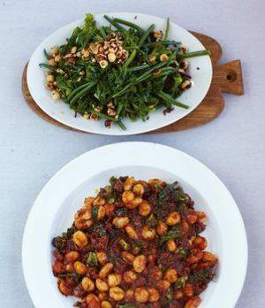 Jamie Olivers leckeres Gnocchi-Rezept mit Kohlsalat und Bohnen ist ein wahres...