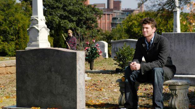 An ihrem Grab erzählt Nick (Bryan Greenberg) seiner Mutter , was ihn seit sei...