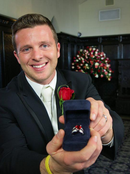 Nachdem er seine Frau von sich überzeugen konnte, muss John jetzt nur noch die Konkurrenz beeindrucken, um eine besondere Hochzeitsreise zu gewinnen... - Bildquelle: Richard Vagg DCL