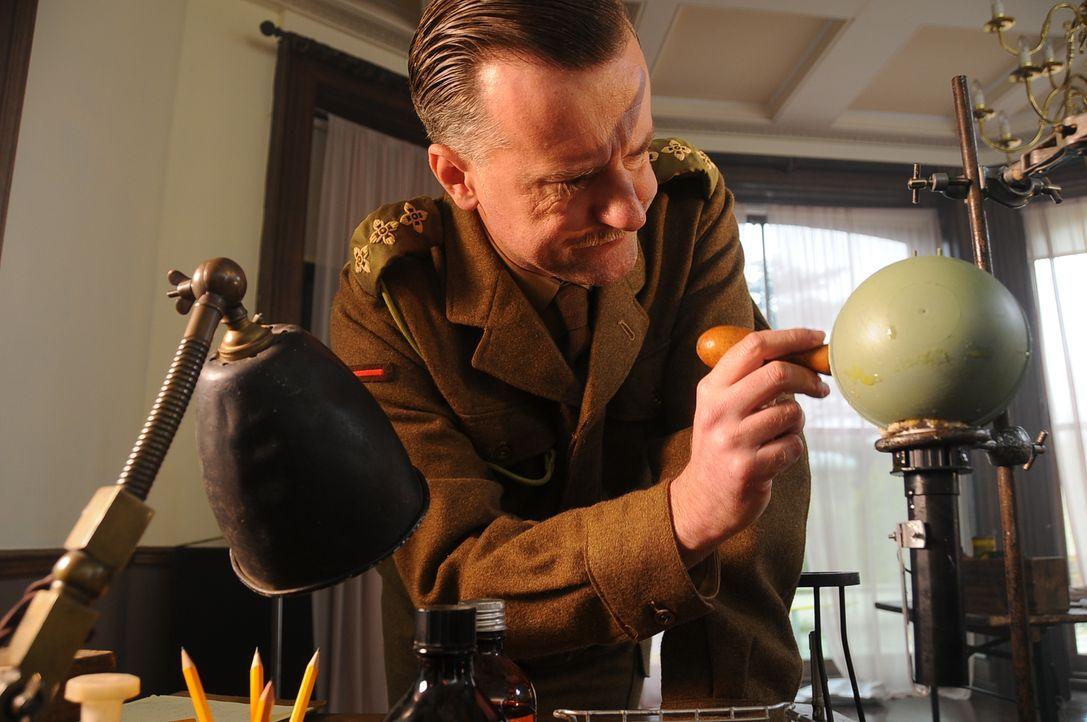 Stuart Macrae (Jason Marchant) und Millis Jefferis formen im Jahre 1939 eine Allianz mit Winston Churchill, der für den aufkeimenden Krieg gegen das... - Bildquelle: Peter Guest Sky Vision