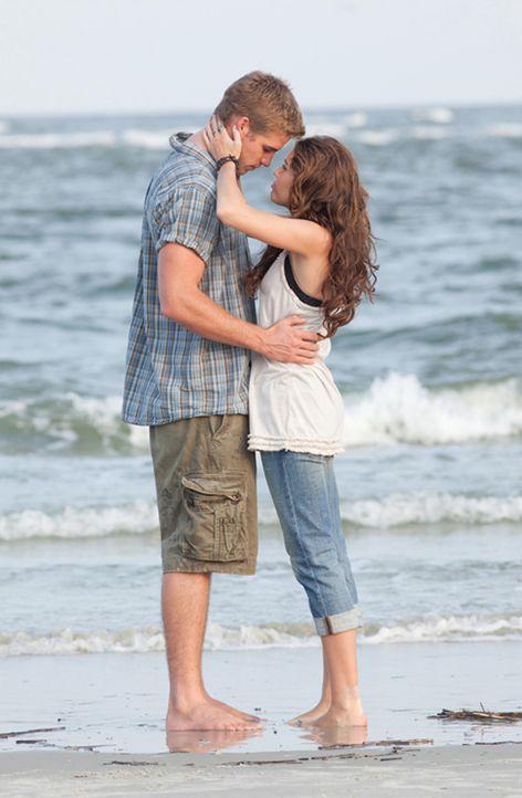 Ihre Liebe stößt auf wenig Gegenliebe: Ronnie (Miley Cyrus, r.) und Will (Liam Hemsworth, l.) ... - Bildquelle: Sam Emerson SMPSP Touchstone Pictures.  All Rights Reserved
