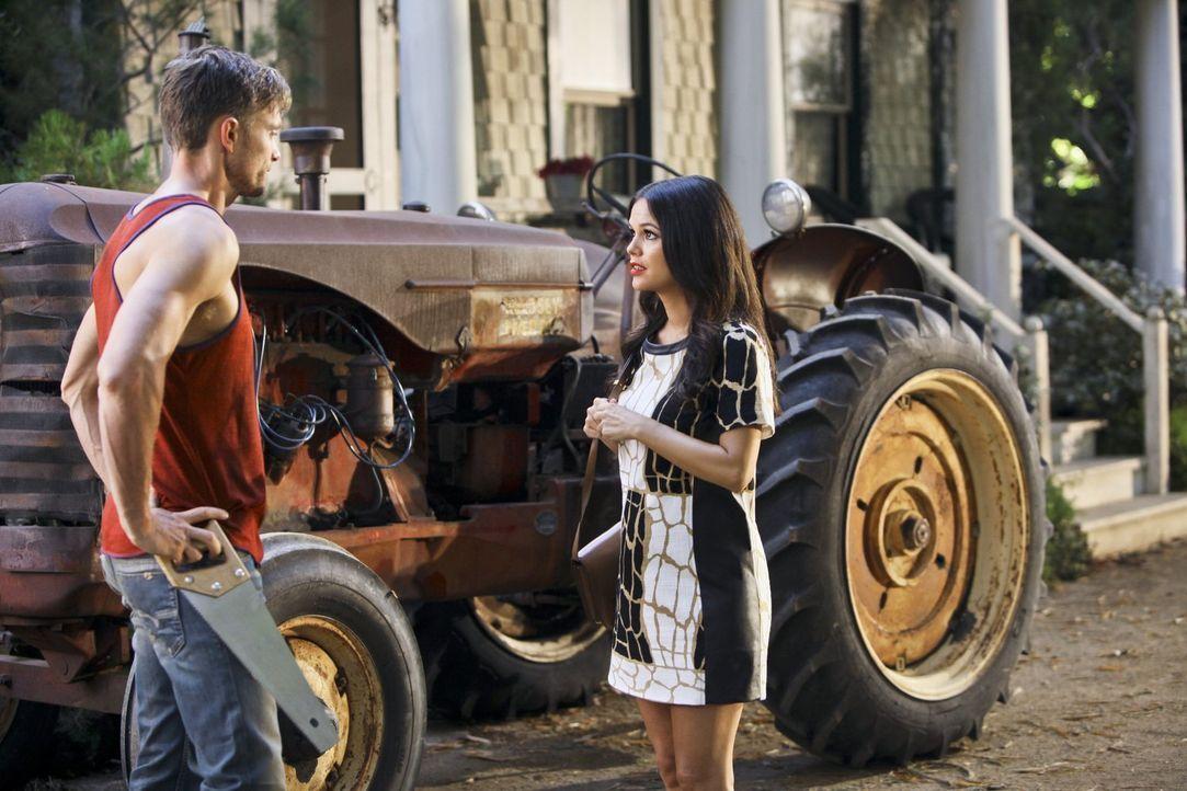 Verzweifelt versucht Zoe (Rachel Bilson, r.) Wades (Wilson Bethel, l.) Liebe zurück zu gewinnen, doch dieser gibt vor, überhaupt kein Interesse mehr... - Bildquelle: 2014 Warner Brothers