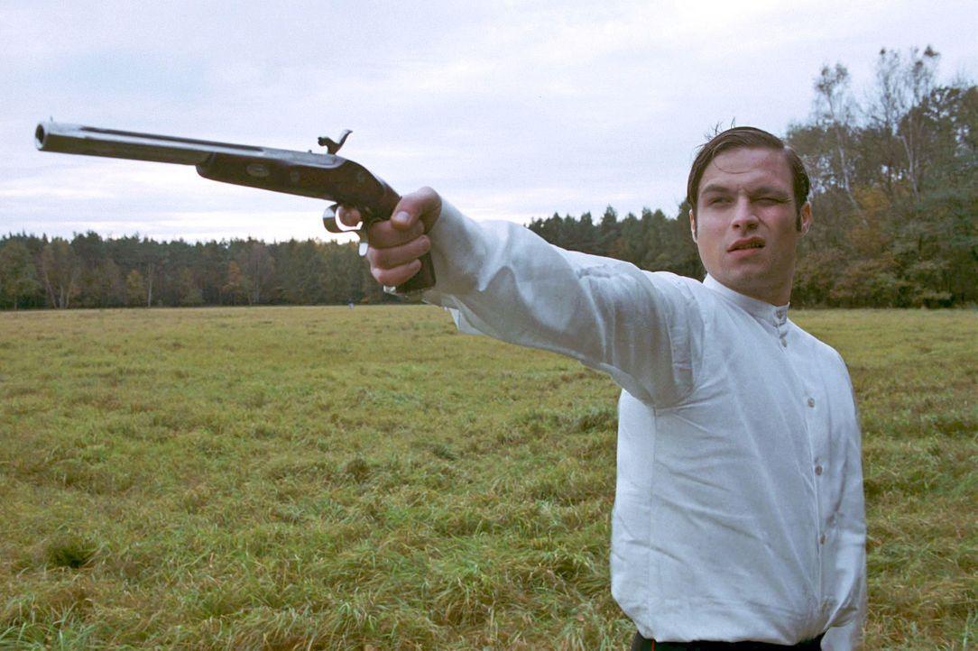 Alexander Gravenhorst (Tim Sander) möchte seine Ehre retten und stellt sich einem Duell ... - Bildquelle: Aki Pfeiffer Sat.1