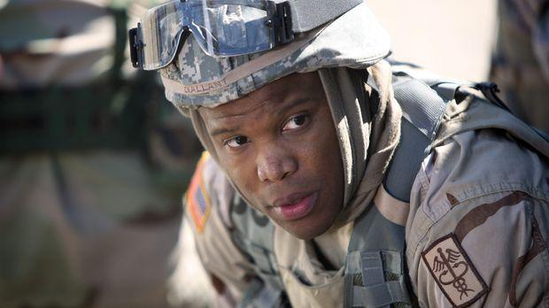 In der Notaufnahme erscheinen zwei Offiziere der US-Armee, Abgesandte aus dem...