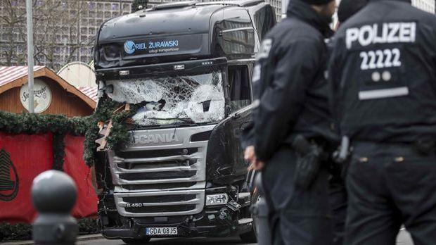 Am 20.12.2016 raste Anis Amri mit einem LKW in einen Berliner Weihnachtsmarkt.