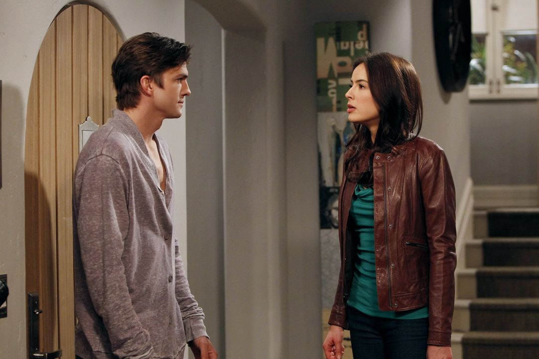 Geraten wegen Bridget in Streit: Walden (Ashton Kutcher, l.) und Zoey (Sophie Winkleman, r.) ... - Bildquelle: Warner Brothers Entertainment Inc.