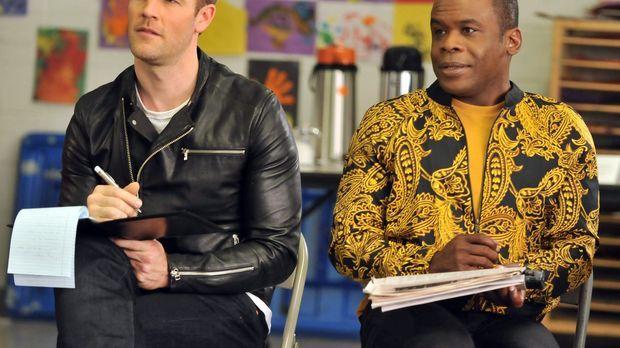 James Van Der Beek (James Van Der Beek, l.) ist mit seinem Assistenten Luther...