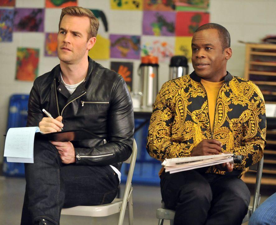 James Van Der Beek (James Van Der Beek, l.) ist mit seinem Assistenten Luther (Ray Ford, r.) stets auf der Suche nach Inspiration um seine Schauspie... - Bildquelle: 2012 American Broadcasting Companies. All rights reserved.
