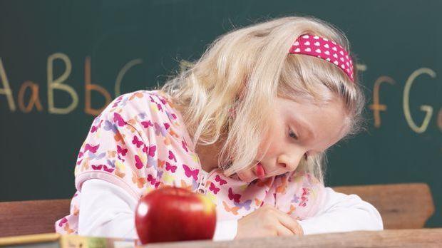 Kind-Schule-schreiben-MEV-Verlag.jpg