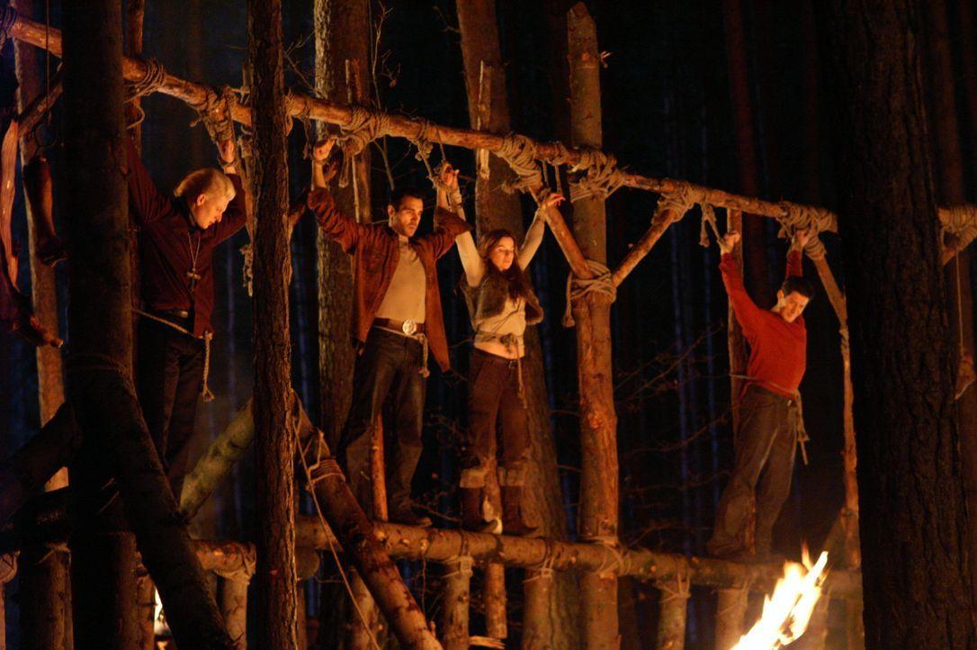 Die Gruppe wurde aus dem Hinterhalt durch einen vergifteten Armbrustbolzen außer Gefecht gesetzt und gefangen genommen. Am Abend findet ein kanniba... - Bildquelle: Lions Gate Films