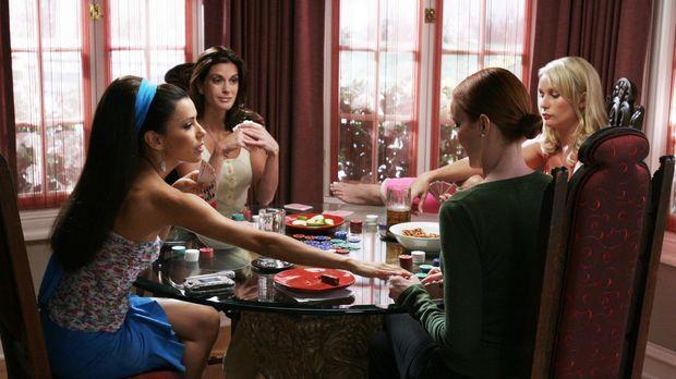 Bree (Marcia Cross, 2.v.r.) bittet ihre Freundinnen Gabrielle (Eva Longoria,...