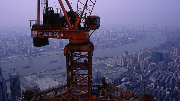 Der Shanghai Super Tower steht im Herzen des Shanghaier Finanzdistrikts. Zehn...