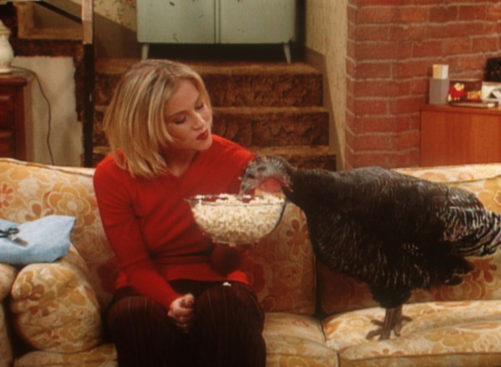 Eine Freundschaft fürs Leben: Kelly (Christina Applegate) und Helga, die Henne. - Bildquelle: Sony Pictures Television International. All Rights Reserved.