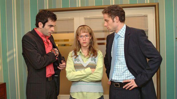 Lisa (Alexandra Neldel, M.) macht David (Mathis Künzler, l.) und Max (Alexand...
