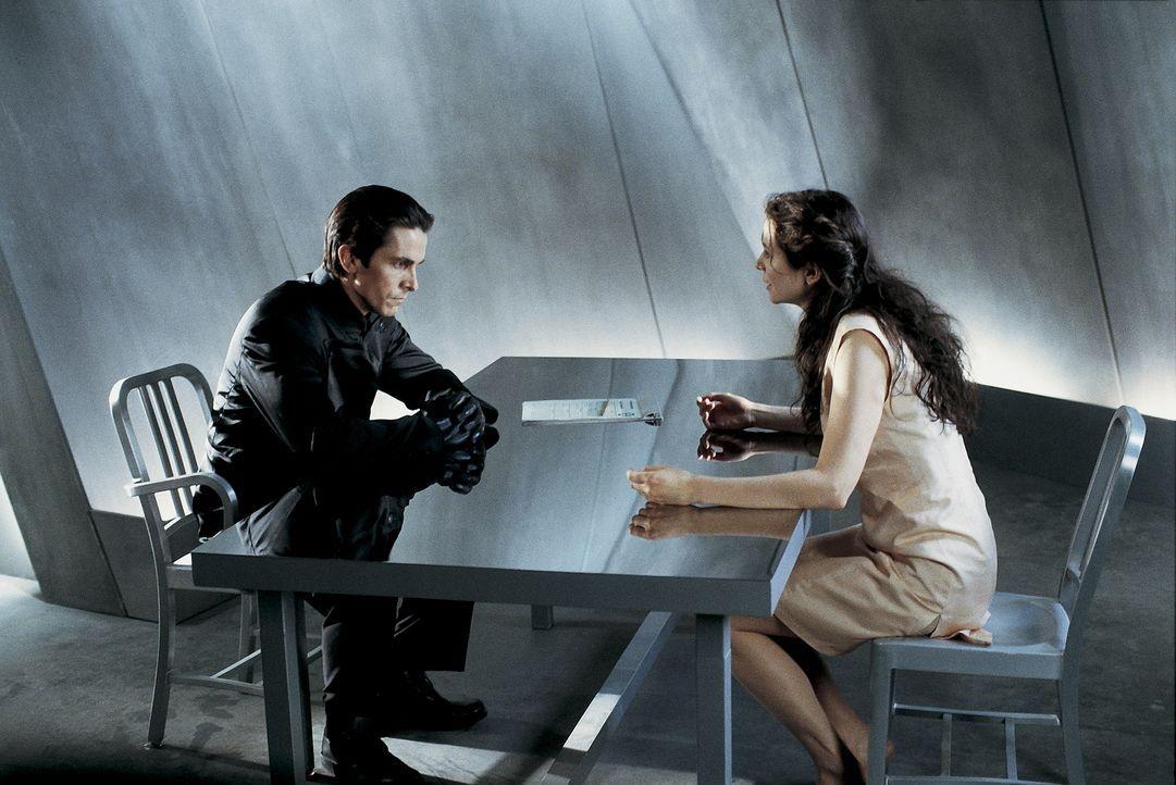 Als sich John (Christian Bale, l.) in die junge Terroristin Mary (Emily Watson, r.), verliebt, setzt er seine Drogen ab und beginnt einen selbstmörd... - Bildquelle: Dimension Films