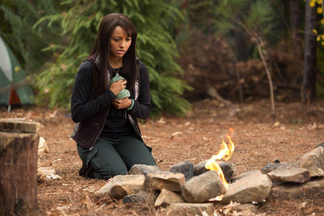 Die schwarze Magie macht Bonnie (Kat Graham) zu einer Bombe, die nur Shane unter Kontrolle halten kann ... - Bildquelle: Warner Bros. Television