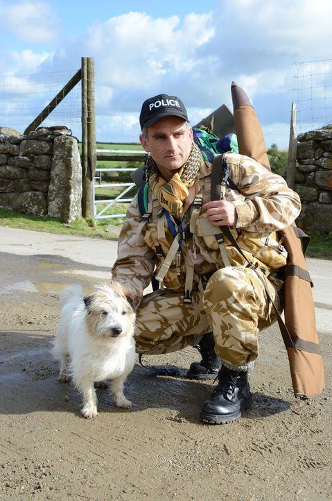 Constabler Pennhale (John Marquez) nimmt an einem Überlebenskurs in der Wildnis teil, um seine Chancen, in eine Eliteeinheit der Polizei aufgenommen... - Bildquelle: BUFFALO PICTURES/ITV