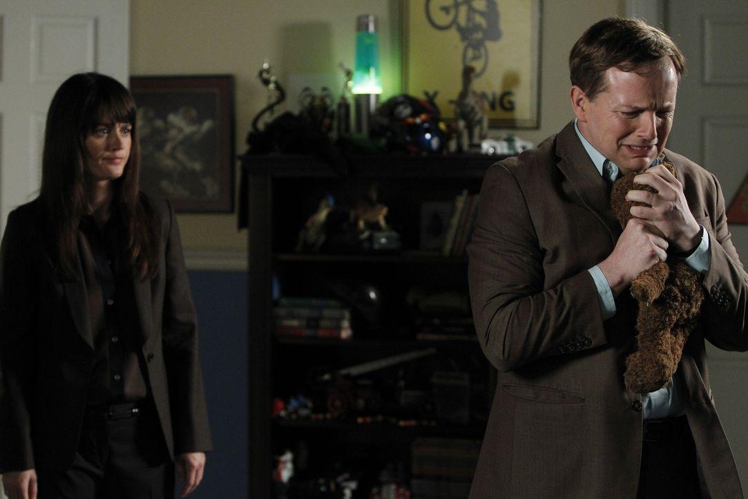 Teresa (Robin Tunney, l.) ermittelt im Fall des entführten Connor Flint und stößt dabei auf Nate Glass (J.D. Walsh, r.). Doch hat er wirklich etwas... - Bildquelle: Warner Bros. Television
