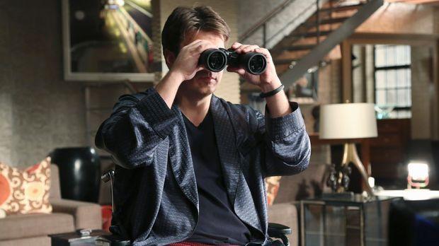 Aus Langeweile greift Castle (Nathan Fillion) zum Fernglas und beobachtet sei...