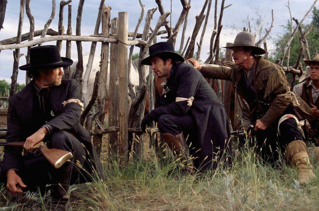 Kriegsveteran McNelly (Dylan McDermott, 2.v.l.) bildet eine Gruppe Greenhorns zu den legendären Texas Rangers aus ... - Bildquelle: Kinowelt GmbH