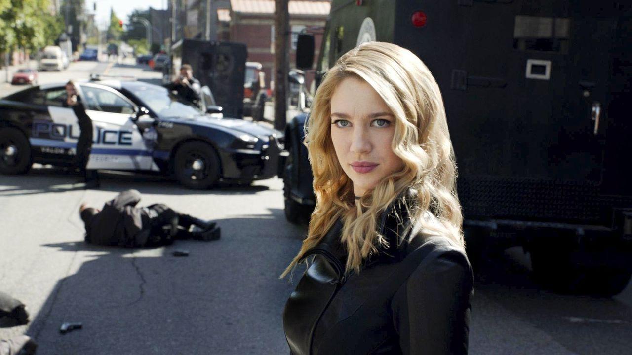 Die Meisterdiebin Gayle Marsh alias Psi (Yael Grobglas), die über psychische Superkräfte verfügt, taucht in National City auf und sorgt für Unruhe .... - Bildquelle: 2017 Warner Bros.