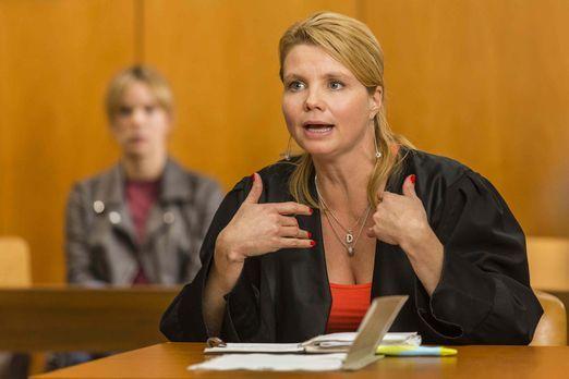 Ein neuer Fall wartet auf Danni Lowinski (Annette Frier) ... - Bildquelle: Fr...