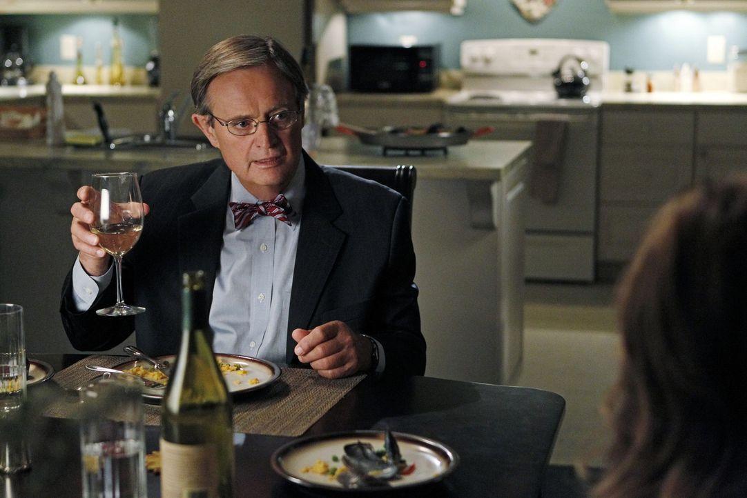 Ducky (David McCallum) ist glücklich: Er hat übers Internet eine Frau kennengelernt, mit der er eine Beziehung angefangen hat. Doch wie wird es mit... - Bildquelle: CBS Television