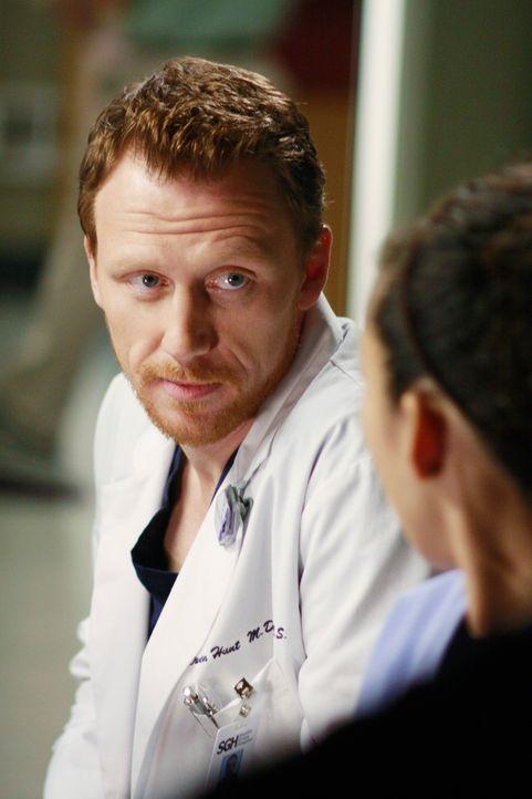 Owen (Kevin McKidd, l.) macht Cristina (Sandra Oh, r.) durch die Blume eine Liebeserklärung ... - Bildquelle: Touchstone Television