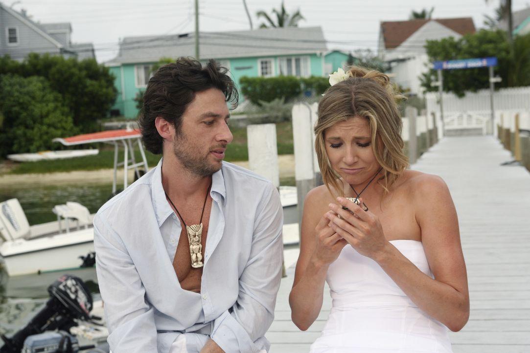 Elliott (Sarah Chalke, r.) wünscht sich, dass sich J.D. (Zach Braff, l.) bei den Liebesschwüren mehr Mühe gibt. Doch wird es ihm gelingen? - Bildquelle: Touchstone Television