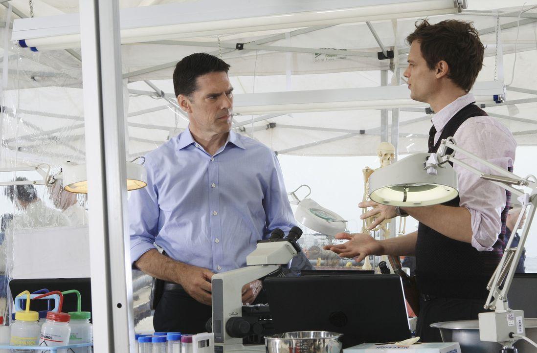 In Florida wartet ein neuer Fall auf Hotch (Thomas Gibson, l.), Reid (Matthew Gray Gubler, r.) und das restliche Team ... - Bildquelle: ABC Studios