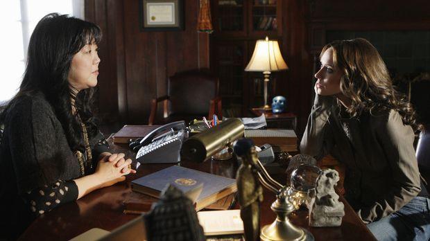 Neds Professorin Avery Grant (Margaret Cho, l.) wird von einem Geist heimgesu...
