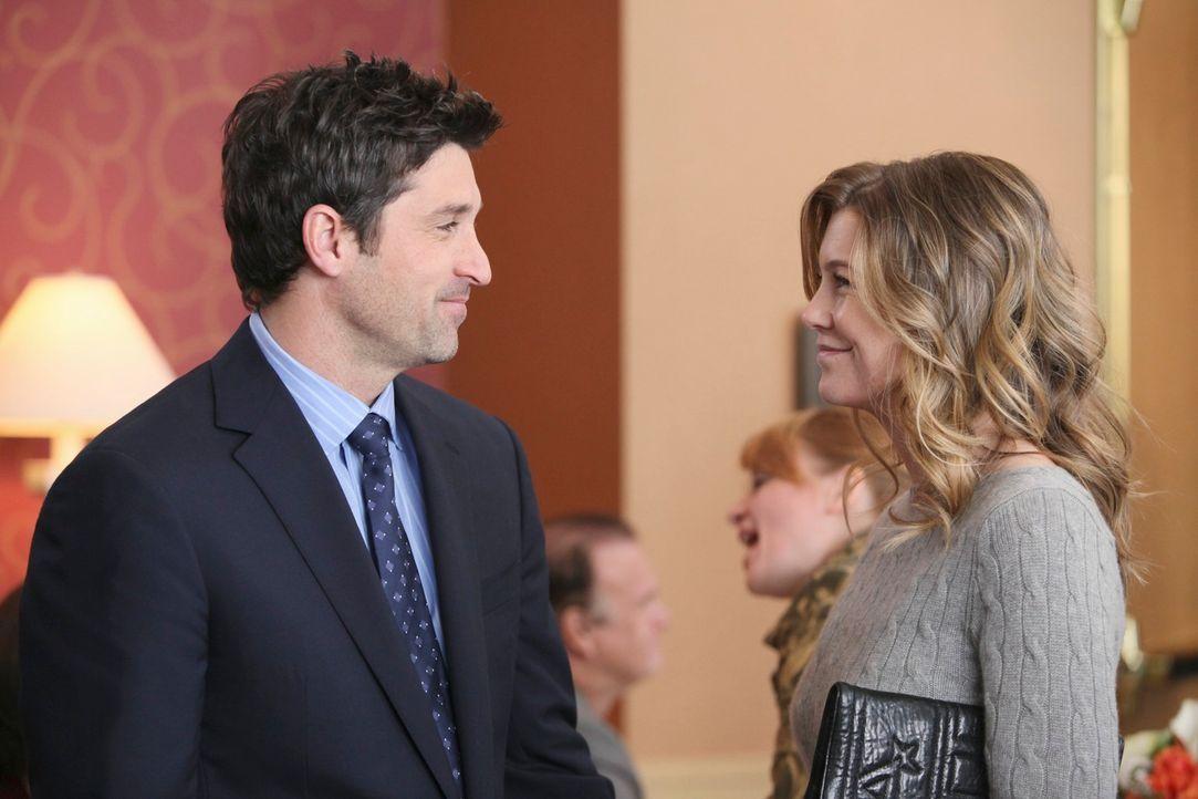 Nehmen an einer Wohltätigkeitsveranstaltung teil: Meredith (Ellen Pompeo, r.) und Derek Shepherd (Patrick Dempsey, l.) ... - Bildquelle: Touchstone Television