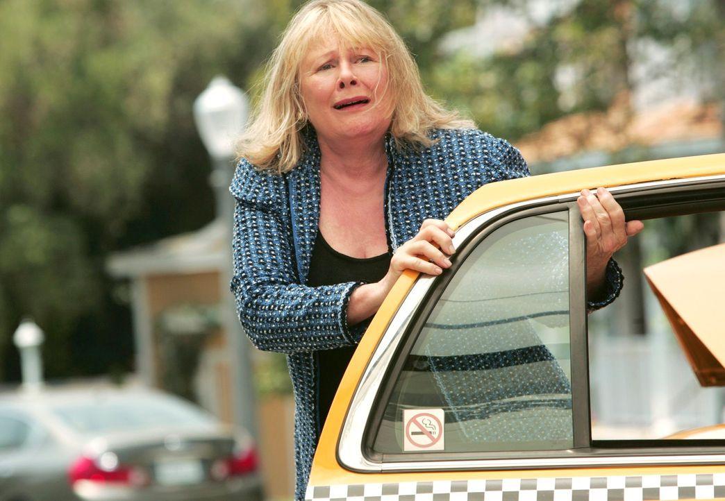 Bree muss sich mit Rex' Mutter Phyllis (Shirley Knight) über die Beerdigungsmodalitäten einig werden, was umso schwieriger ist, als Phyllis Bree  vo... - Bildquelle: 2005 Touchstone Television  All Rights Reserved