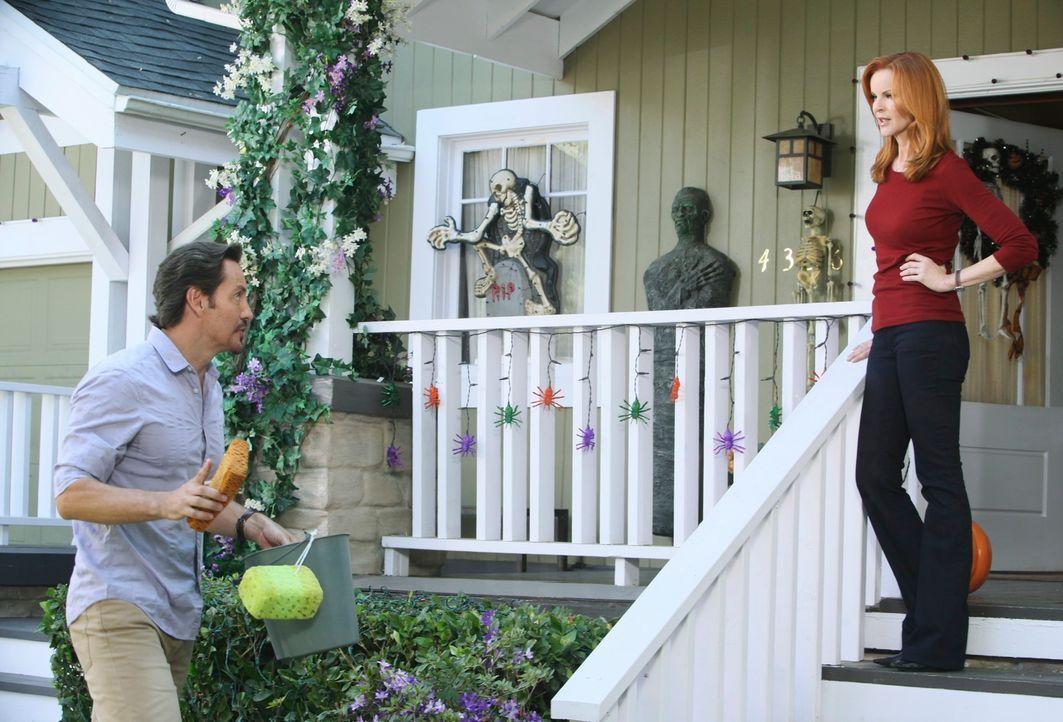 Während Lynette mit Toms neuer Freundin Jane aneinander gerät, erhält Bree (Marcia Cross, r.) von Ben (Charles Mesure, l.) eine schockierende Neuigk... - Bildquelle: ABC Studios