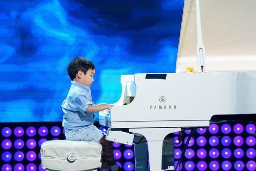 Vor drei Monaten fing Evan mit dem Klavierspielen an und was er heute bereits...