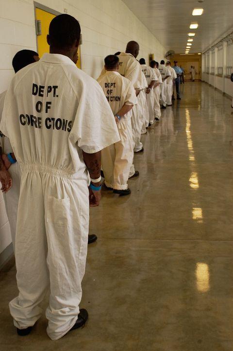 Im Kampf, um ein wenig Luxus, suchen sich die Insassen des Georgia State Diagnostic and Classification Prisons ganz eigene Geschäftsideen ... - Bildquelle: Derek Bell part2 pictures