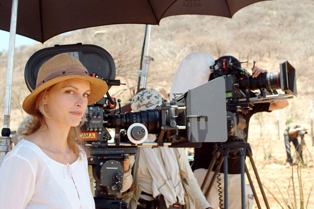 """Nina Hoss bei den Dreharbeiten zu """"Die Weisse Massai"""". - Bildquelle: Constantin Film Produktion GmbH"""