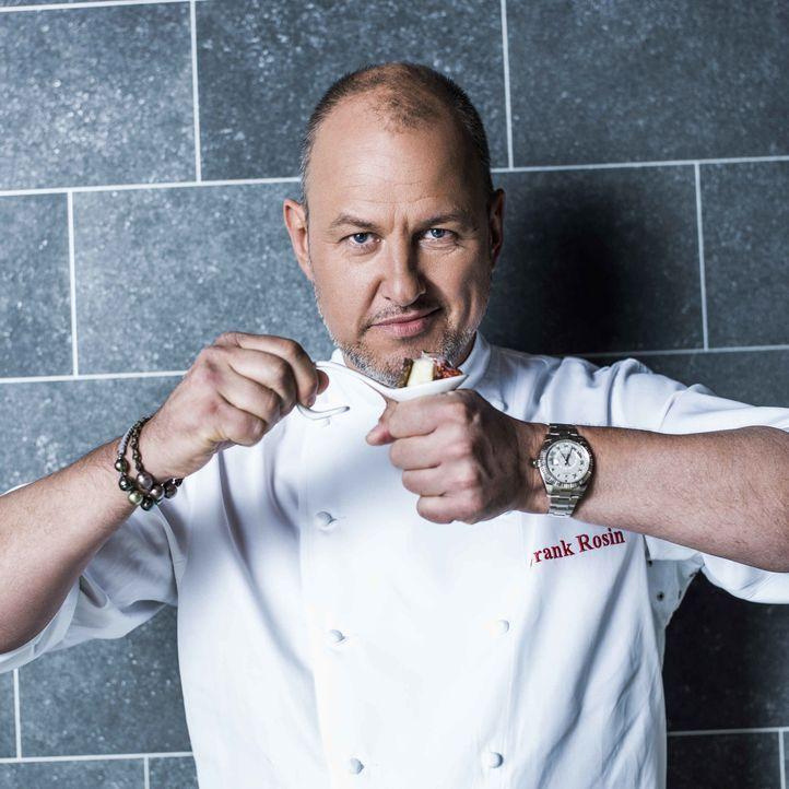 Frank Rosin ist einer von vier Spitzenköchen, die entscheiden, wer Deutschlands bester Koch ist. Er hofft, dass dieser aus seinem Team kommt ... - Bildquelle: Arne Weychardt SAT.1