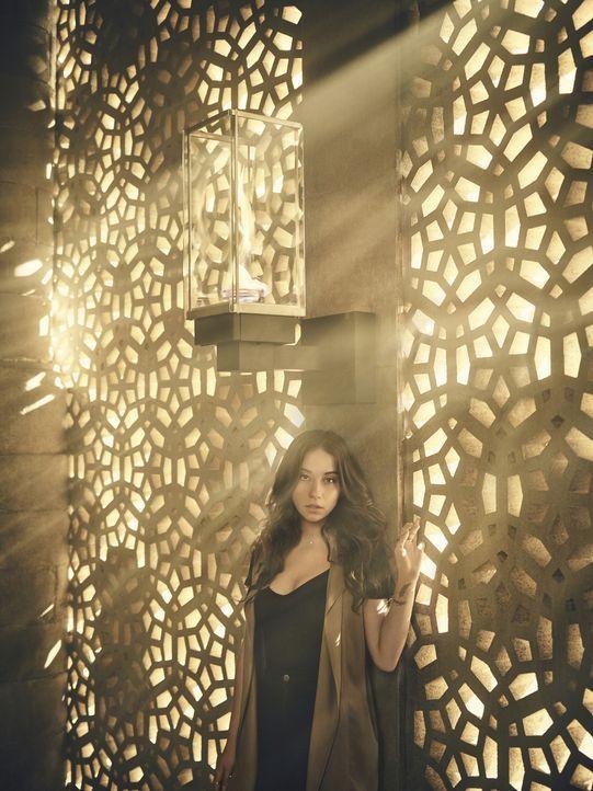 (2. Staffel) - Um Rache an einer Gottheit nehmen zu können, lässt sich Julia (Stella Maeve) mit dem Bösen ein. Wird ihr diese Entscheidung schließli... - Bildquelle: Jason Bell 2016 Syfy Media, LLC