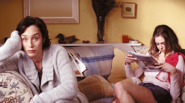 Schon seit langem langweilt sich Gloria Goodfellow (Kristin Scott Thomas, l.)...