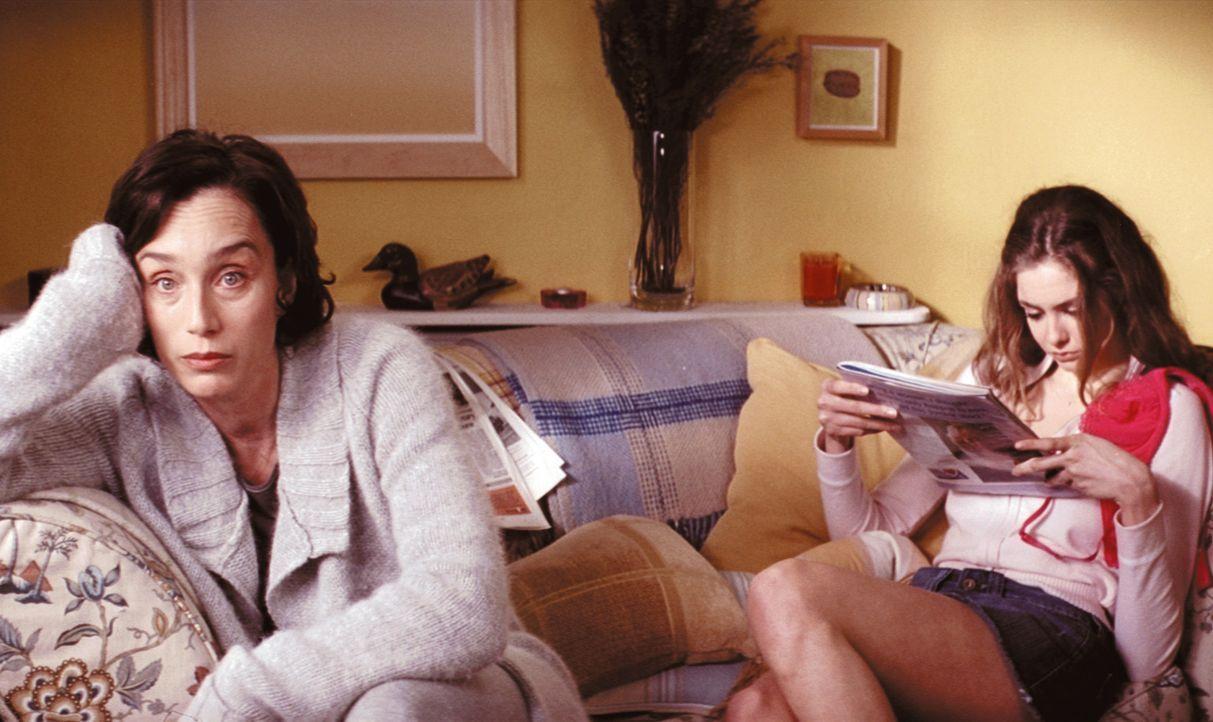 Schon seit langem langweilt sich Gloria Goodfellow (Kristin Scott Thomas, l.) als Hausfrau und träumt von den Sexabenteuern, die ihre 17-jährige T... - Bildquelle: Constantin Film