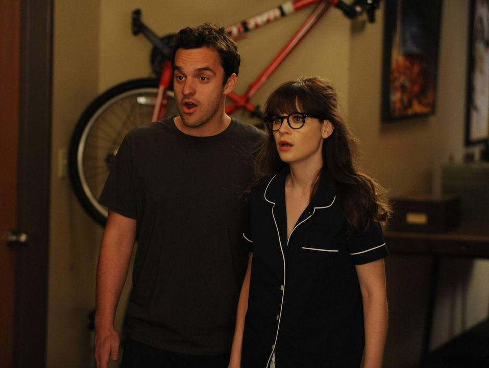 "Fassungslos erfahren Nick (Jake Johnson, l.) und Jess (Zooey Deschanel, r.) vom ""Doppelliebesleben"" ihres Freundes ... - Bildquelle: TM &   2013 Fox and its related entities. All rights reserved."
