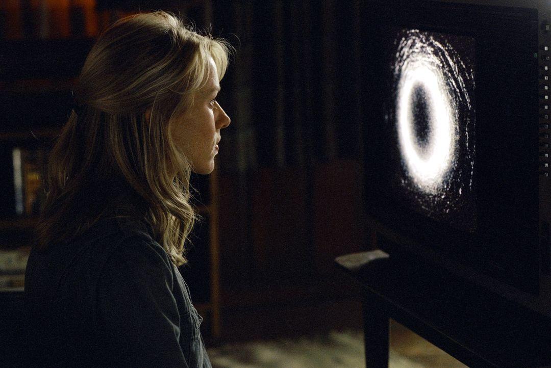 Bevor du stirbst, schau: Die Reporterin Rachel Keller (Naomi Watts) entdeckt ein explosives Videoband. Jeder, der das darauf befindliche Material bi... - Bildquelle: TM &   2002 Dreamworks LLC. All Rights Reserved