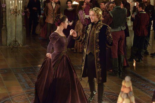 Reign - Trotz aller Hindernisse kommen sich Mary (Adelaide Kane, l.) und Fran...
